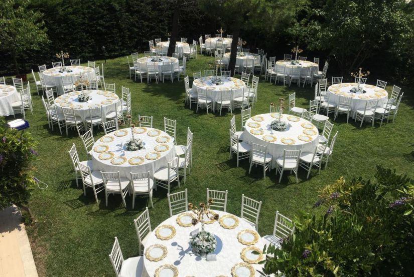 Kır düğünü ve davet organizasyonları için masa sandalye kiralama