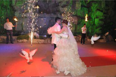 Düğün Organizasyonu Volkan ve Güvercinler Eşliğinde İlk Dans