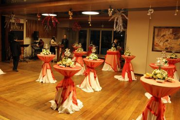 Kokteyl Organizasyonu Kokteyl Masası, Süslemeler ve Çiçekler