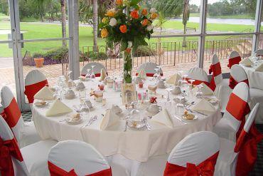Masa Sandalye ve Çiçek Süsleme